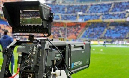 Diritti tv, Sky e Perform si prendono la Serie A. Rischio doppio abbonamento per gli utenti