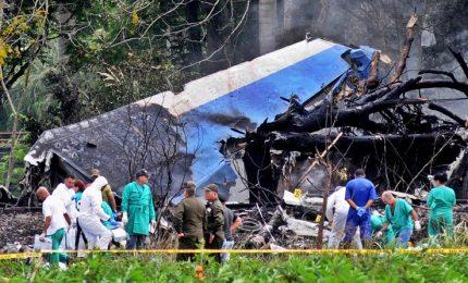 Disastro aereo a L'Avana, solgono a 108 i morti. Italiana tra vittime