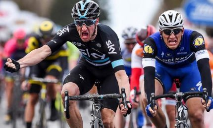 Giro d'Italia, Viviani vince la terza tappa. Dennis sempre rosa
