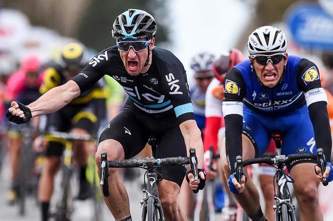 Vuelta, Viviani vince la terza tappa. Kwiatkowski in rosso