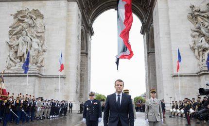 Francia, Macron all'Arco di Trionfo per Festa della Vittoria