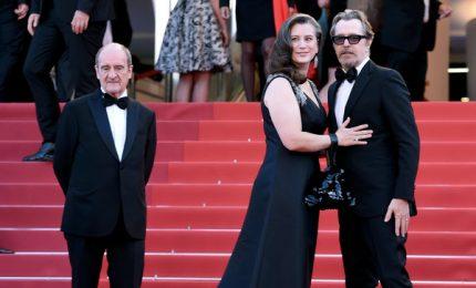 Cannes, sul red carpet Gary Oldman e la danza di Camille