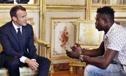 Macron accoglie Spiderman: eroe, sarà cittadino francese