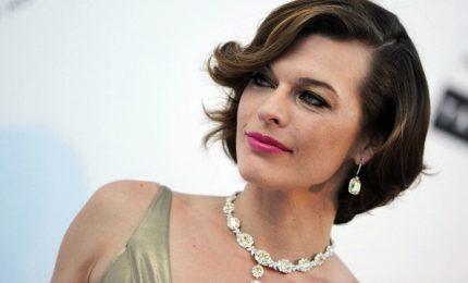 Milla Jovovich al gala amfAR: uniti per sostenere vittime abusi