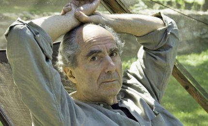 Goodbye Philip Roth, il Premio Nobel mancato. Il grande romanziere che per decenni ha scritto da solo in piedi