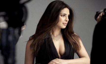 La star di Bollywood Priyanka Chopra in visita ai Rohingya