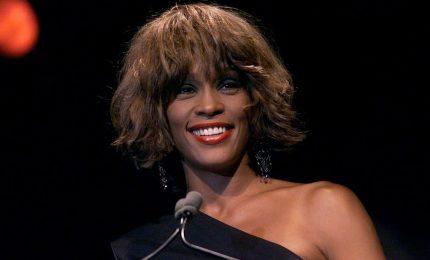 Whitney Houston abusata da piccola dalla cugina Dee Dee Warwick