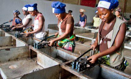 Migranti, il piano di Bruxelles per portare in Africa le imprese