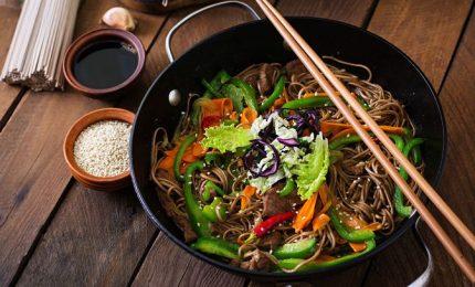 Ricette con le alghe, noodles e alga nori secca