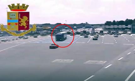 Tir contromano in autostrada, l'azzardo di un camionista