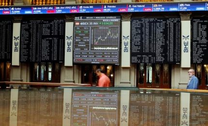 Borsa giù e spread su. Mozione censura contro premier