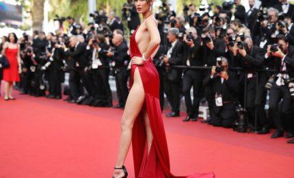Cannes, passarella ipersexy nell'anno dello scandalo Weinstein. Il pubblico si divide sul look molto osé di star e invitati