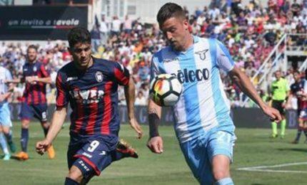 Lazio pari a Crotone, ora sfida Champions con l'Inter