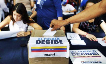 Seggi aperti per le Presidenziali: scontata riconferma Maduro. Usa: elezioni illegittime