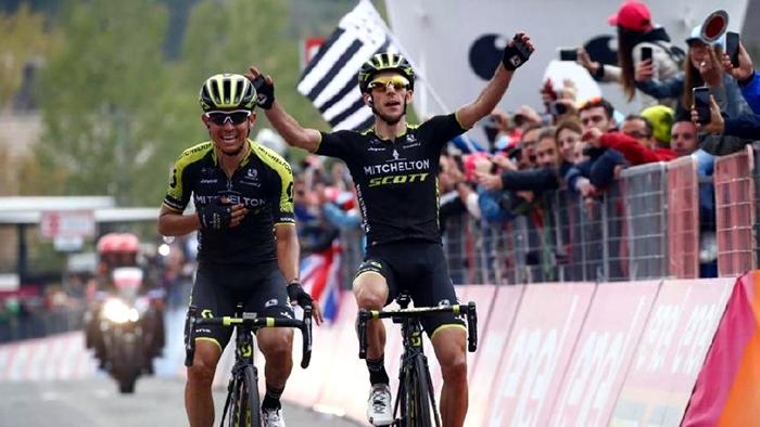 Giro d'Italia, sull'Etna trionfa Chaves, Yates in rosa
