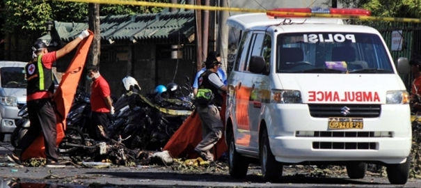 Indonesia, almeno 13 morti negli attacchi suicidi alle chiese cristiane. L'Isis rivendica