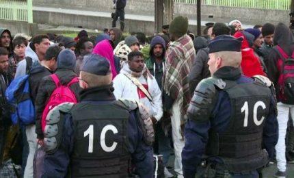 Lo sgombero del più grande campo migranti di Parigi