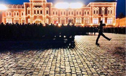 La Parata, davanti a Putin a Mosca sfilano pure i robot