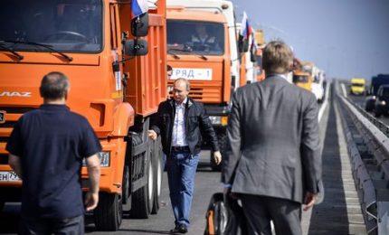 Nuovo ponte Crimea-Russia, Putin guida un camion