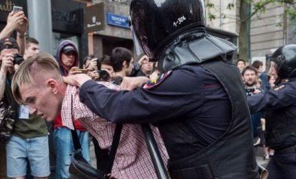 """In Russia proteste anti-Putin, oltre 1.600 arresti in 90 città. Ue: """"Violenzeminacciano le libertà fondamentali di espressione"""""""