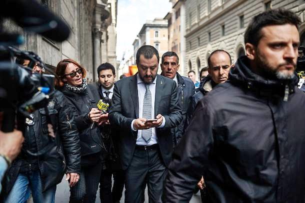 Berlusconi: Di Maio, per trattativa governo non cambia nulla