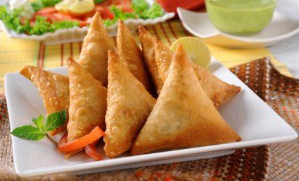 Samosa di verdure, la ricetta tradizionale indiana per prepararli in casa