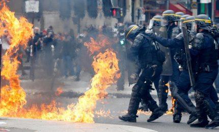 Parigi, scontri al corteo Primo maggio: oltre cento arresti