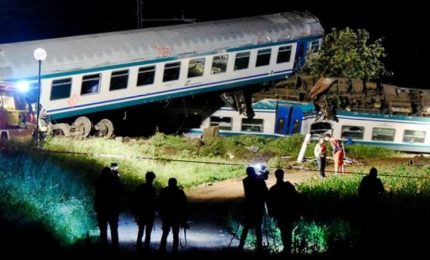Torino-Ivrea, treno contro Tir: 2 morti e 23 feriti
