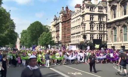 Londra, fiume di suffraggette: 100 anni fa il primo voto