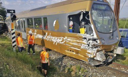 Deragliato treno di studenti, alcuni feriti gravi