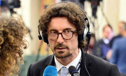 """Ponti, selfie e """"faccia concentrata"""": Toninelli recordman delle gaffe"""