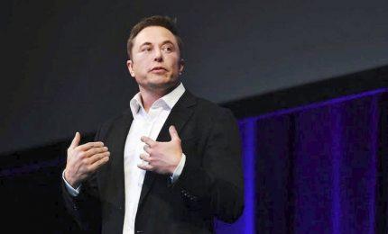 Auto Tesla in fiamme, Elon Musk: c'è un sabotatore in fabbrica