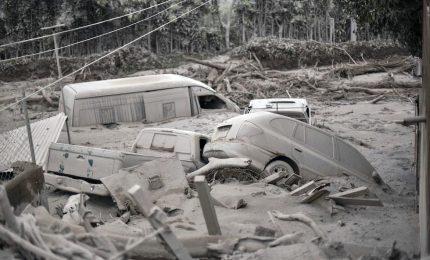 Eruzione del vulcano Fuego, almeno 69 i morti. Evacuati 4.500 residenti. Finora identificate 17 vittime