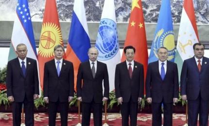 """Cina, al via summit anti G7. Xi Jinping chiede alla Sco: trovare """"terreno comune"""""""