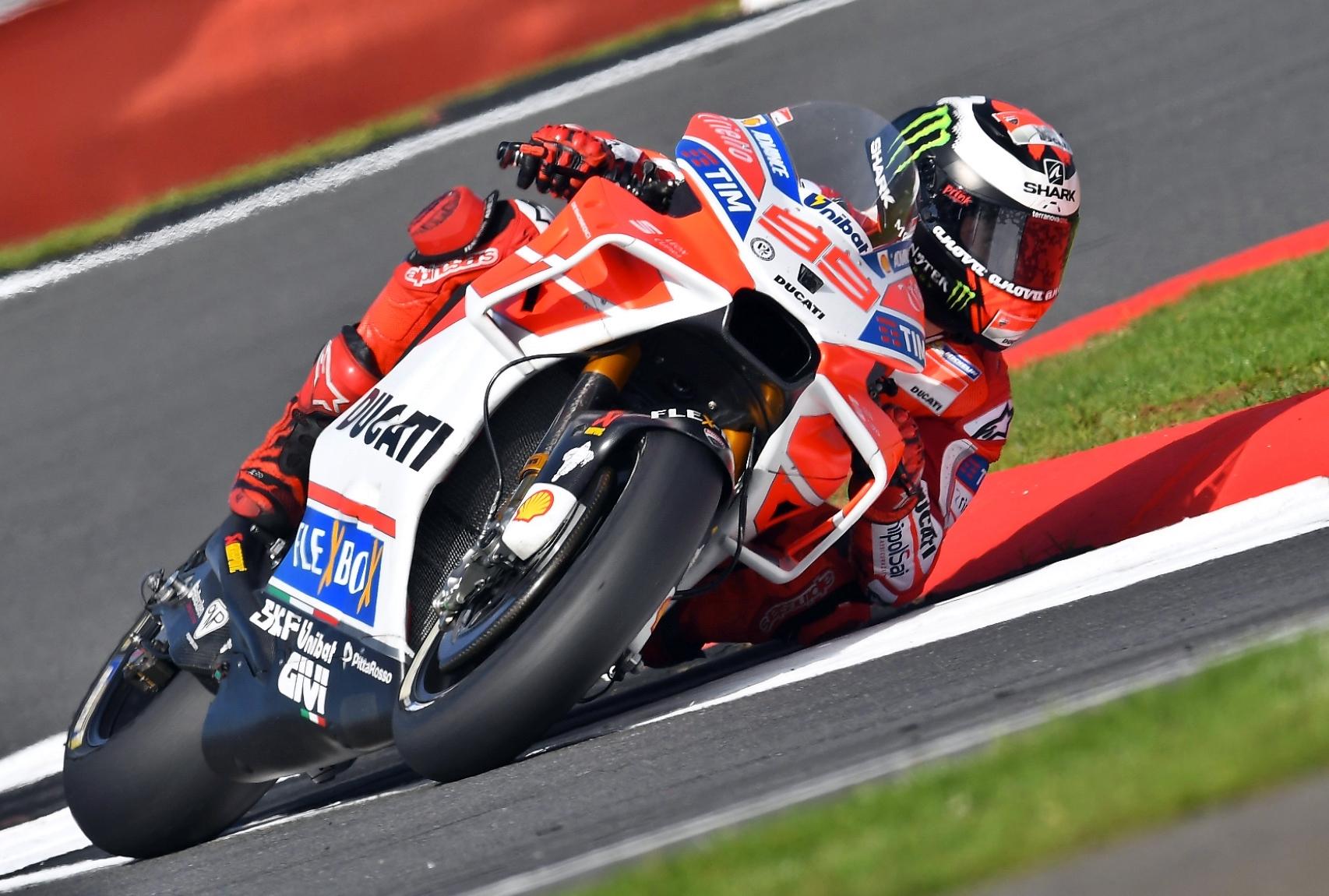 """Lorenzo in pole: """"Giro incredibile"""". Rossi settimo"""