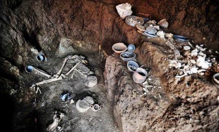 La Tomba dell'Atleta scoperta a Case Rosse, intatta da 2000 anni. Quattro persone sepolte e corredo