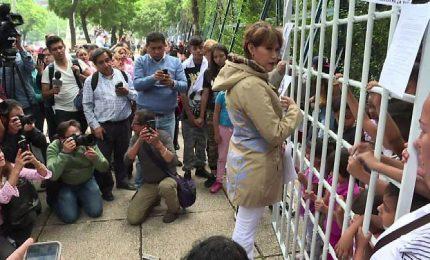 Messico, candidata con giacca come Melania contro Trump