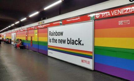 "Gay Pride, nella metro di Milano ""spunta"" l'arcobaleno"