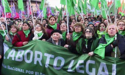 Ovazione in piazza a Buenos Aires per il sì all'aborto