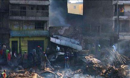 Quindici morti e oltre 70 feriti in un rogo a Nairobi