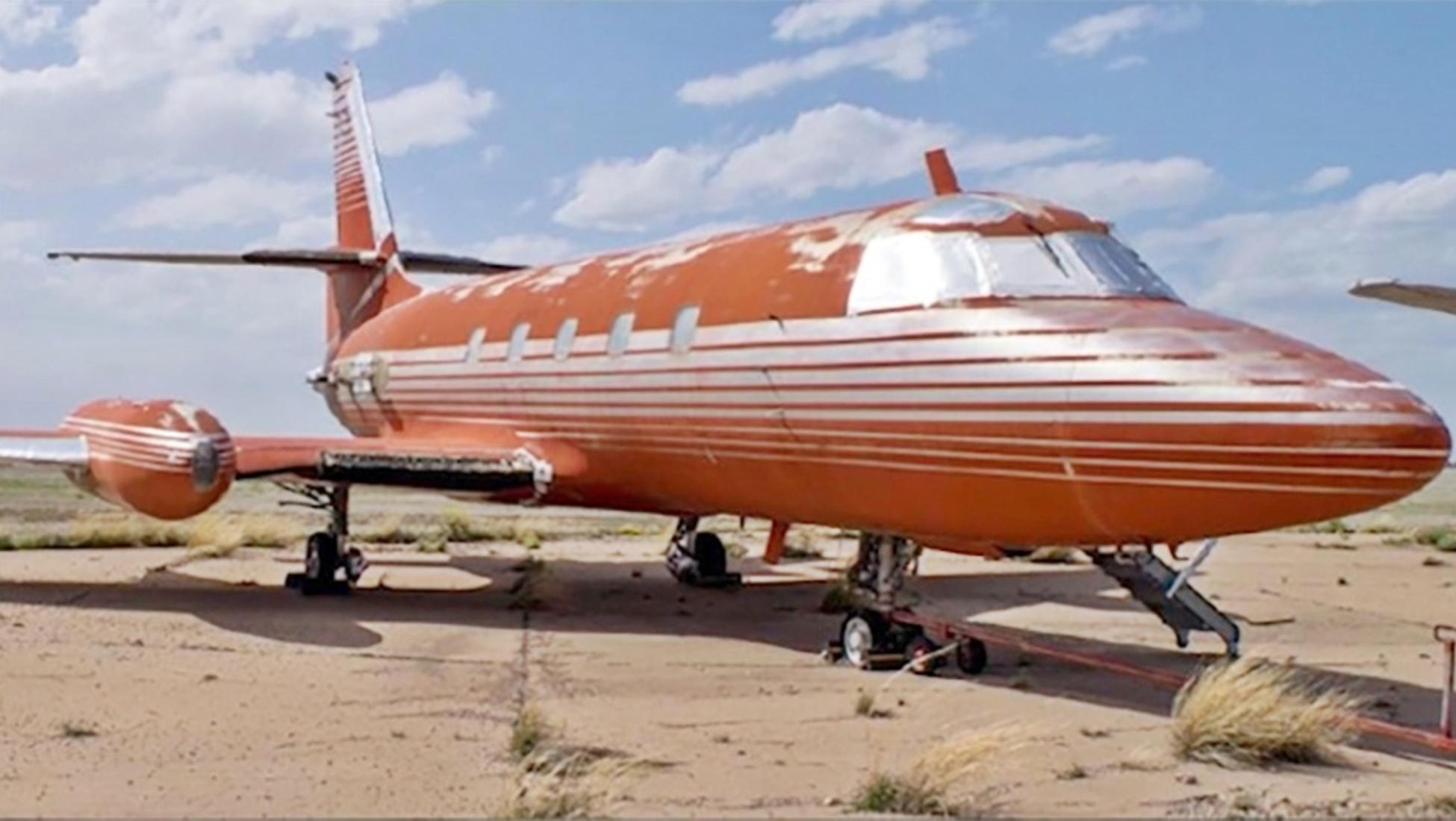 Jet Privato Rosa : Elvis presley all asta il suo jet privato fermo da anni