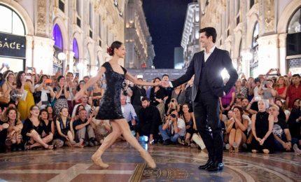L'appassionato tango di Roberto Bolle in Galleria a Milano