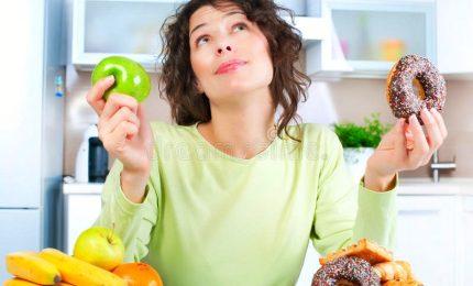 Mangiare per dimagrire e star bene, le 5 regole. La pratica di alimentazione anche come lotta all'obesità