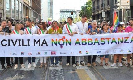 Milano Gay Pride, al corteo anche le Famiglie Arcobaleno