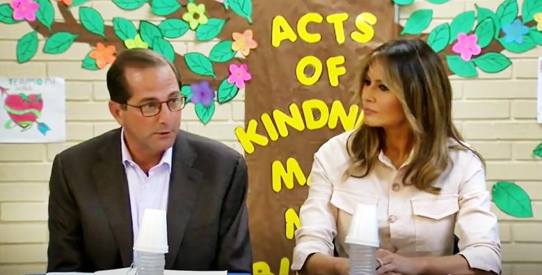 Melania Trump in Texas dai bimbi migranti: qui per aiutarli