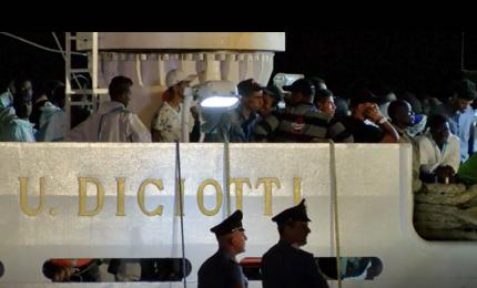 A Pozzallo la nave Diciotti con oltre 500 migranti a bordo