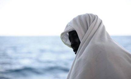 """Finisce l'odissea, 629 migranti sbarcati a Valencia. Salvini: """"Non siamo più zerbini d'Europa"""""""