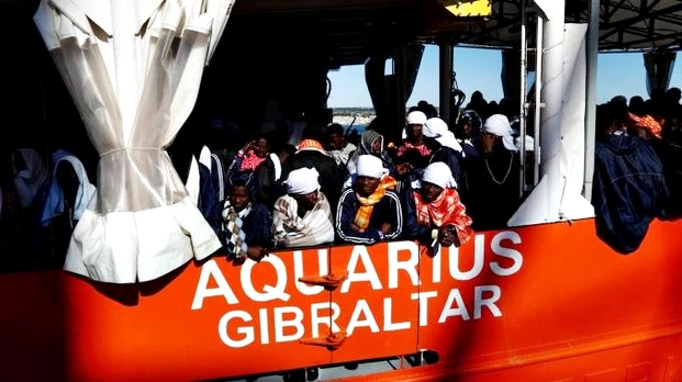 Migranti, appello Aquarius all'Europa: dateci una nuova bandiera