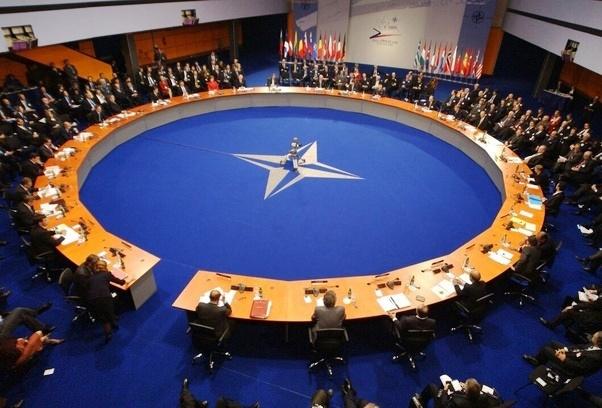 Nato, Di Maio rilancia: 'Restiamo alleati Usa, ma dialoghiamo con la Russia