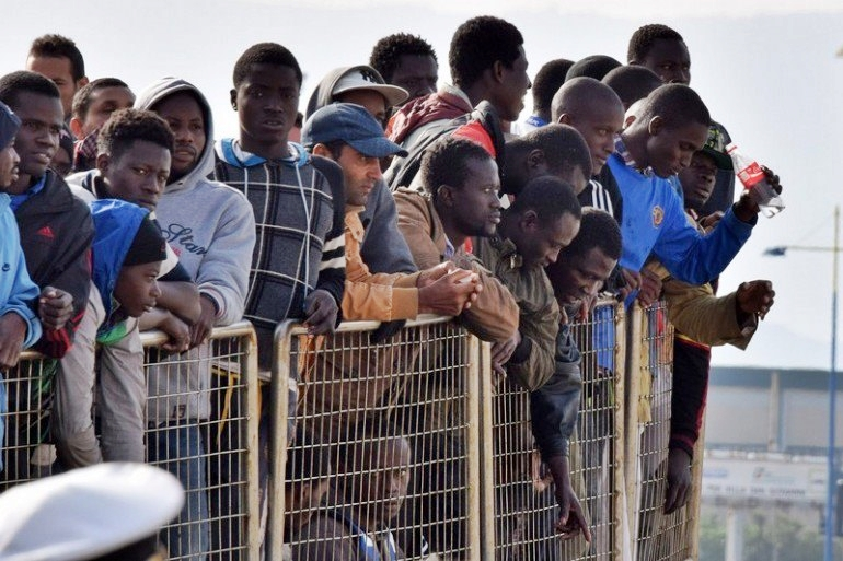 Regione Umbria destina soldi ai migranti, scoppia polemica